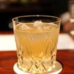 カルバドール - カルバドスとレモンとシードル シナモン風味のカクテル