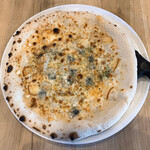 BRAND NEW DAY - PIZZA4種チーズ(ハチミツ添え)