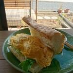 モラモラカフェ - 海老と卵のバインミー