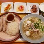 チャンパー - 選べるハーフ&ハーフセット(蒸し鶏ご飯/タイ風つゆ麺)