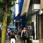 124770739 - 青いレンガが目印のヨックモック青山本店