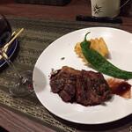 イタリアンレストラン ピッコロモンド - 牛ハラミのグリル赤ワインソース・本日のおススメ赤ワイン