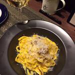 イタリアンレストラン ピッコロモンド - カルボナーラ、本日のおススメ白ワイン