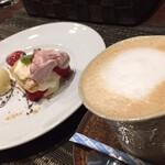 イタリアンレストラン ピッコロモンド - 季節限定苺のミルフィーユ、ホットカフェラテ