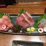 日本酒と蕎麦 中野いざ宵 - お得な鮮魚三点盛(二人前)1600円 ニジマグロ、ブリ、アジ