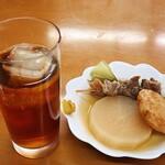 後藤蒲鉾店 - おでんとウーロン茶w セットで500円w
