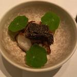 AZUR et MASA UEKI - 能登の真蛸、カリフラワーと黒トリュフを混ぜたムース、黒トリュフ