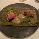 AZUR et MASA UEKI - 昆布締めした能登島イノシシ、のと115(椎茸)、牛蒡クルミソース