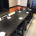 蔵の庄 - 個室宴会場の例。8〜10名席