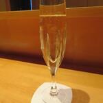 祇園たけうち - お祝いのシャンパンのサービスがありました