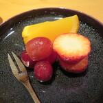 祇園たけうち - オレンジのゼリーと苺・葡萄