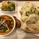 インディアンキッチン ラソイ - 日替わりランチ(チキンとナス+辛いパクチーチーズナン)