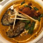 インディアンキッチン ラソイ - チキンとナス。辛口はチリパウダーあとがけ。