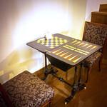 ハルヒ レストラン - 【居酒屋バル】アンティークのゲームボードテーブルでお食事しませんか?引き出しの中まで丁寧に作りこまれた本格的なゲームボード台です。1台しかありませんので、早い者勝ちです★