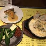 火一刀 - もろきゅう300円。うなぎとじゃがいものオムレツ590円。チーズたっぷり牡蠣グラタン690円。オムレツは、機をてらい過ぎですね。。。マヨネーズで食べたら美味しかったです(^。^)(笑)