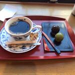 124825783 - コーヒーとあんこ玉