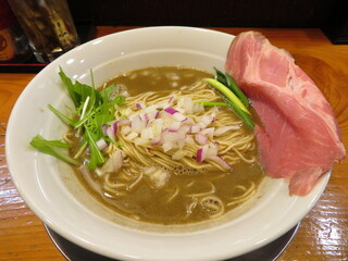 煮干し豚骨らーめん専門店 六郷 - 六郷 濃厚煮干し豚骨 800円