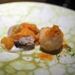 エクアトゥール - スミイカのフリット 唐墨掛け 蛤 ふきと雲丹をソース替わりに ジャガイモのピュレ