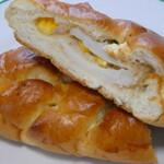 おいしいパン屋さん - 笹かま1枚が入った笹かまパン