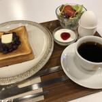 喫茶モーニング - ブレンドコーヒー500円に+100円の小倉トーストのモーニング