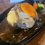124836106 - うまうまチーズハンバーグ  肉汁 ジュンジュワー