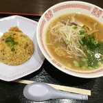 124837083 - 広島ラーメン炒飯セット