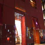 資生堂パーラー サロン・ド・カフェ - 花椿色の外装も大人びた雰囲気。銀座八丁目・資生堂パーラー