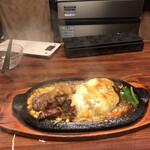 ステーキのくいしんぼ - 熱々で提供 湯気でてる