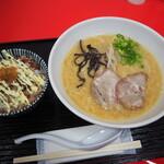 山嵐 - 料理写真:みそ豚骨ラーメン 900円 と 山わさびチャ―マヨごはん 350円