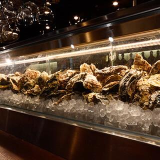 """旬の濃厚な牡蠣は、""""オイスターアワー""""でお得にご提供中!"""