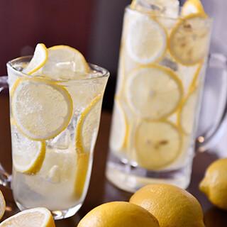 さっぱりとしたレモンを使ったドリンクは、牡蠣料理にマッチ◎