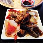 ブータンキッチン - サラダバーでチベット料理4種類盛りました