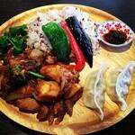 ブータンキッチン - ジャシャパ(鶏肉炒め)