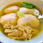 鶏そば カヲル - 黄金色の鶏そば塩