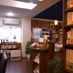 12486226 - 暖かい木と本たちが迎えてくれます