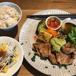 奈良食堂 - 大和ポークの生姜焼きランチはサラダバーが付いて(1180円+消費税)