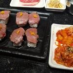 124867935 - 肉寿司&キムチ