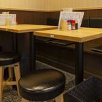 焼鳥のヒナタ - 2名テーブル
