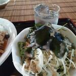 癒し酒場 まんまや ひなた - 海藻サラダ ゴマドレ。