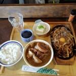 食小屋 タナカ - 牛肉甘辛みそ炒め(生卵のせ)850円。ライスは中で(^_^;)
