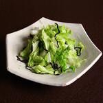 白菜と胡瓜と塩昆布の手揉みサラダ
