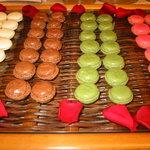 レストラン レジェ - 料理写真:小さな可愛いマカロン!4種類位を常時おいております。