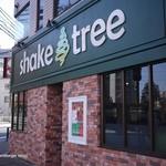 シェイクツリー バーガー&バー - シェイクツリーの看板は濃い緑