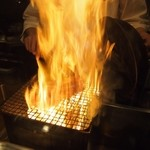 12493751 - ものすごい炎で一気に焼きと香り付けが!