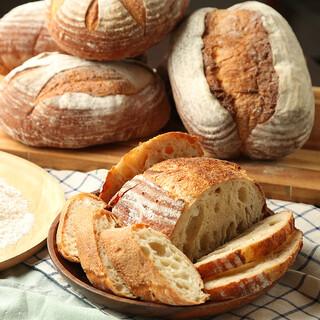 素材にこだわった自家製のパン