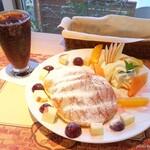 カフェ パルティール - 料理写真:2019年8月 パンケーキセット季節のフルーツ(コーラ)【950円】