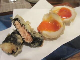 天ぷら 飛鳥 - 追加した半熟玉子と博多明太子