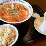 大門酒家 - 酸辣湯麺(750円)