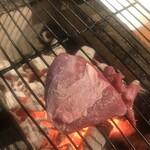 肉小屋 - アイスランドラム。レアでどぉぞ