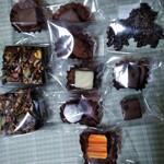 みんなのケーキ屋さん チョコット - ブラウニー左手 美味 フレークチョコレートもかりかり バレンタイン用